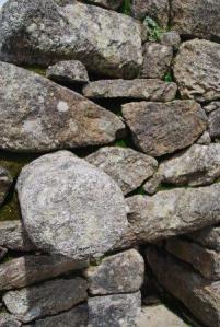 Bon des pierres... dont une qui est ronde...