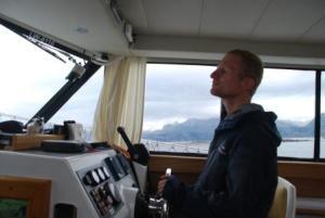 Petit tour en bateau pour aller voir le phare... Vincent au commande