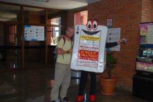 Wahou, la mascotte du casino d'iguazu qui nous attend à l'aéroport ! !