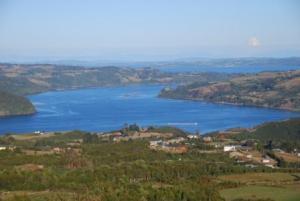 La baie de Castro vue depuis les hauteurs de l'île