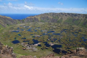 Le cratère quasi parfait du Rano Kau, tout au sud de l'île