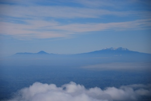Au loin, le massif facilement reconnaissable du Tongariro