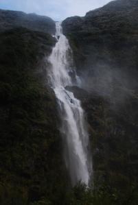 """Les chutes Sutherland, encore un """"plus"""" machin : en l'occurence les plus hautes du pays et les 5emes au monde de par leur hauteur (580m tout de meme). forcement, il vous manque l'echelle"""