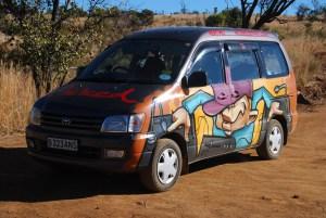 """Le van """"DJ qui fait du scratch avec les pneus"""". Ultime..."""