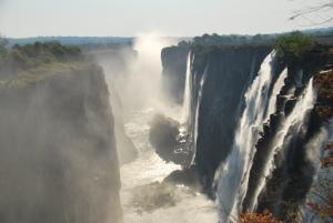 Vue du gouffre dans la longueur, côté zambien